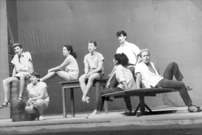 תמונה 36- 966 -ג'ש 1966-קב' רקפת-הצגת סיום המוסד בבית העם-שמות בסכום