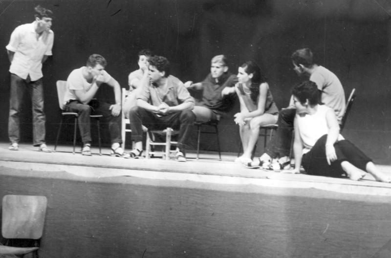 תמונה 37- 966 -ג'ש 1966-קב' רקפת-הצגת סיום המוסד בבית העם-שמות בסכום