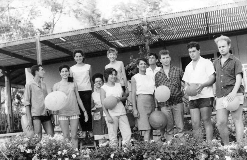 תמונה 40- 966 -ג'ש 1966-קב' רקפת-תמונת סיום בבית תינוקות-שמות בסכום