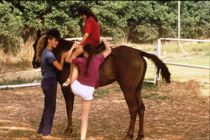 שקופית 15- 238 -גש 1985-חב ילדים-רכיבה על סוסים-ענבר גייסט