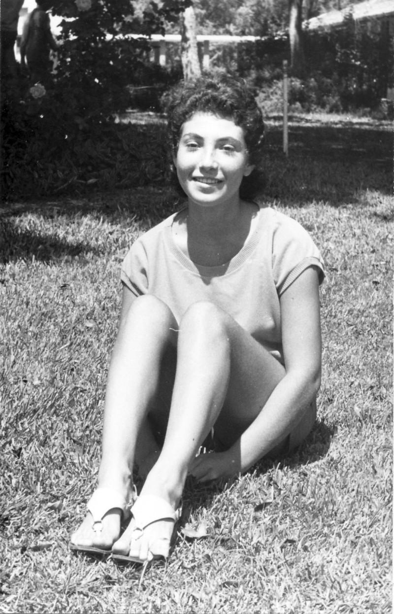 תמונה 26- 411 - גן-שמואל-קב' הדס 1972 - ריקי דרזנין
