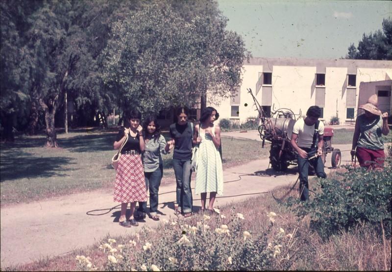 שקופית 4- 181 -ג'ש 1975-8-מוסד חינוכי-קב' להבה-לזיהוי