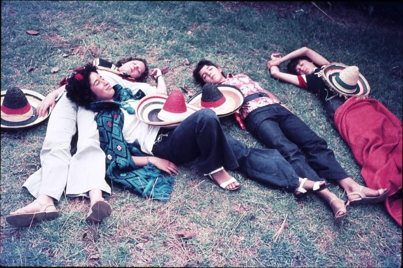 שקופית 43- 172 -ג'ש 1974-6-ילדי סלע על הדשא-נטע חנני צלילה עופר ולזיהוי