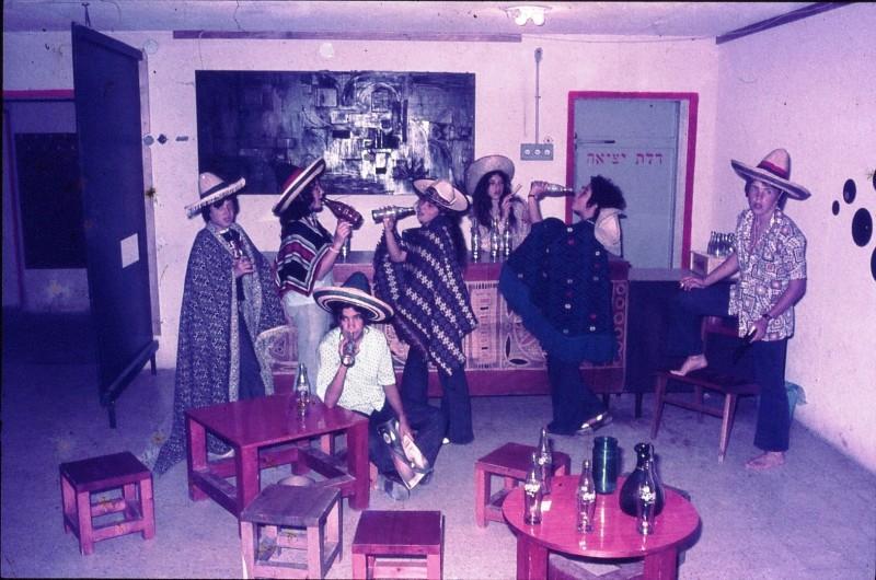 שקופית 1- 172 -ג'ש 1974-6-פורים קב' סלע-ורד שי ונוספים