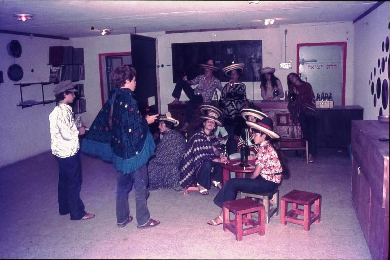 שקופית 6- 172 -ג'ש 1974-6-פורים קב' סלע-שחר דיקמן