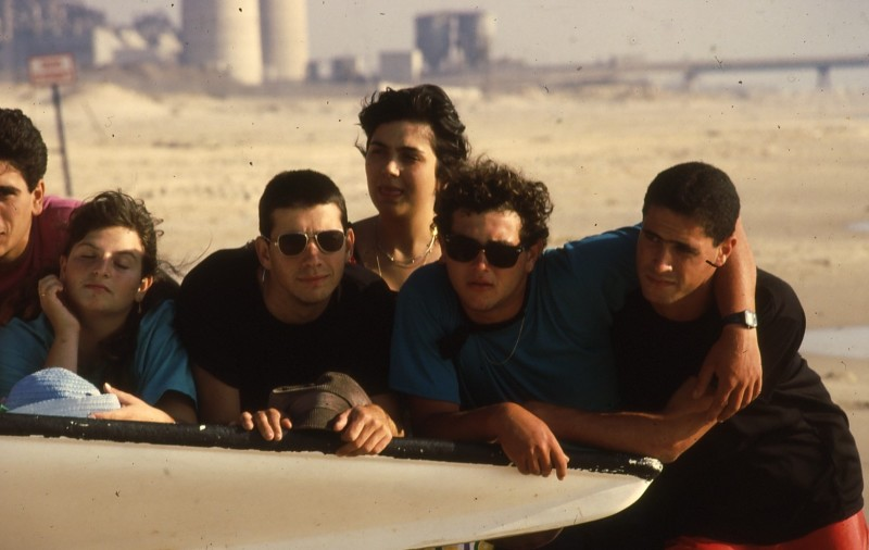 שקופית 32- 192 -גש 1988-קב לבנה-בסיום המוסד-בחוף הים-ברקע-תחנת הכח חדרה