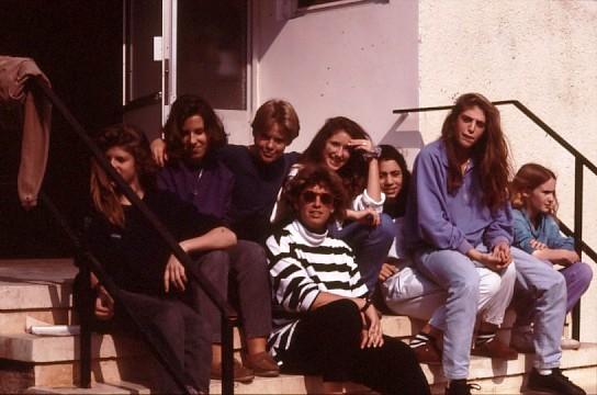 שקופית 30- 49 -גן-שמואל-בנות קב' תמר עם המחנכת מיכל הרפז 1995
