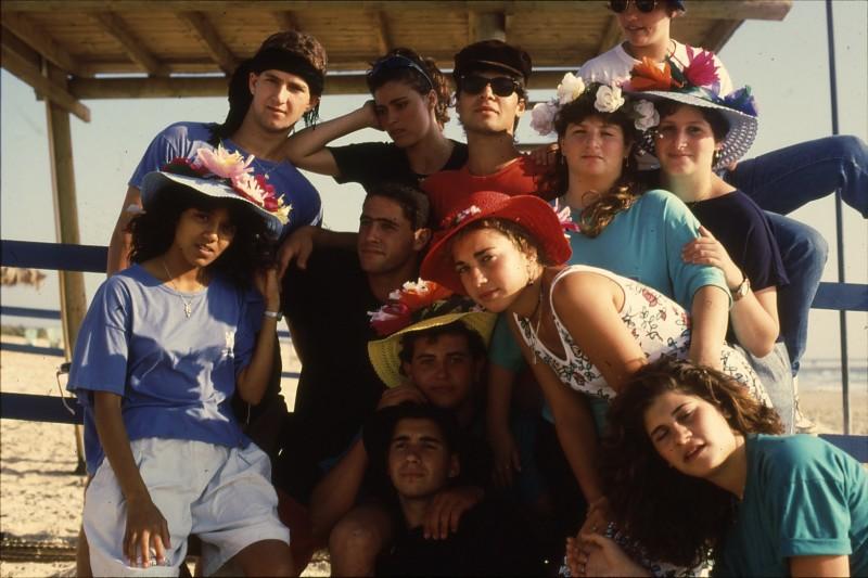 שקופית 11- 192 -גש 1988-קב לבנה-בסיום המוסד-בחוף הים