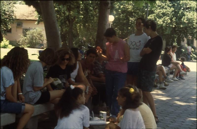 שקופית 21- 182 -ג'ש 1992-3-קטיף מוסד-הנערים בהפסקה