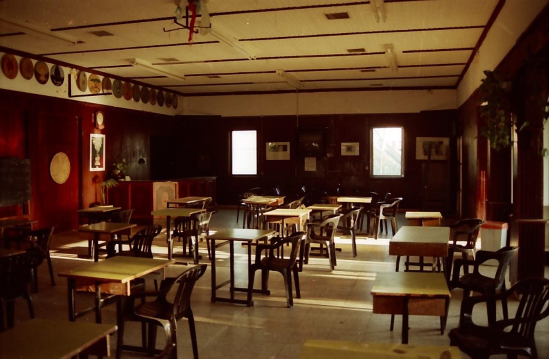 תמונה 10- 211 - 1996-המוסד החינוכי-חדר אכל ערוך לבחינות