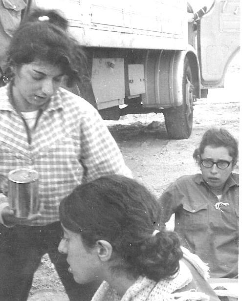 גליה, לילי ומירי בטיול תנועה ב-1966