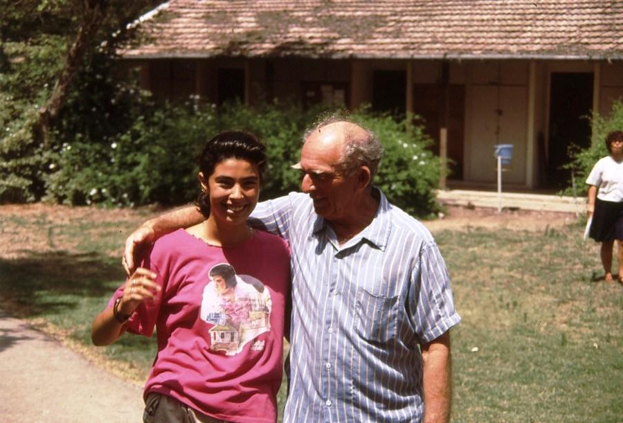 שקופית 32- 174 -ג'ש 1992-3-צוות המוסד החינוכי-יוסל כהן וחניכה