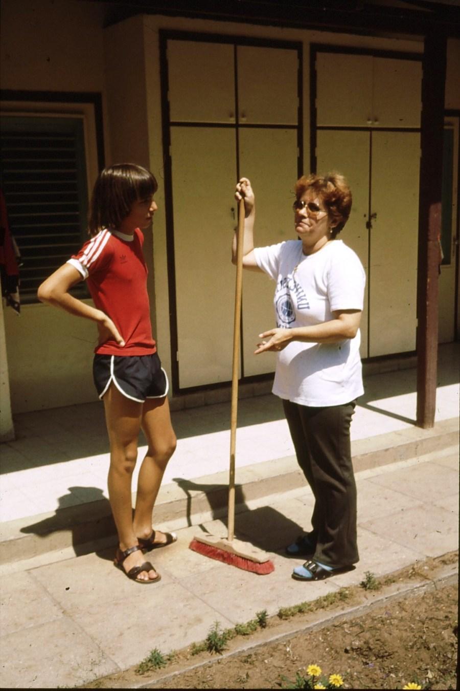 שקופית 61- 174 -ג'ש 1992-3-צוות המוסד החינוכי-ורדה דוד וחניך