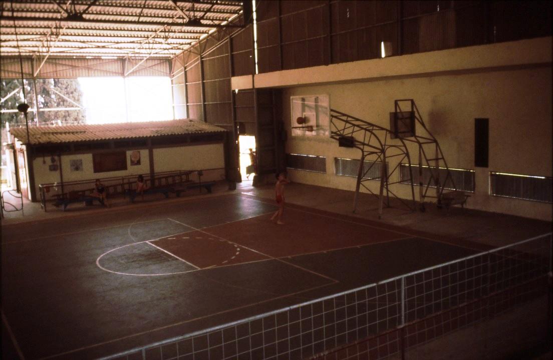 שקופית 6- 231 -ג'ש 1980-קב' רותם-במגרש הכדורסל