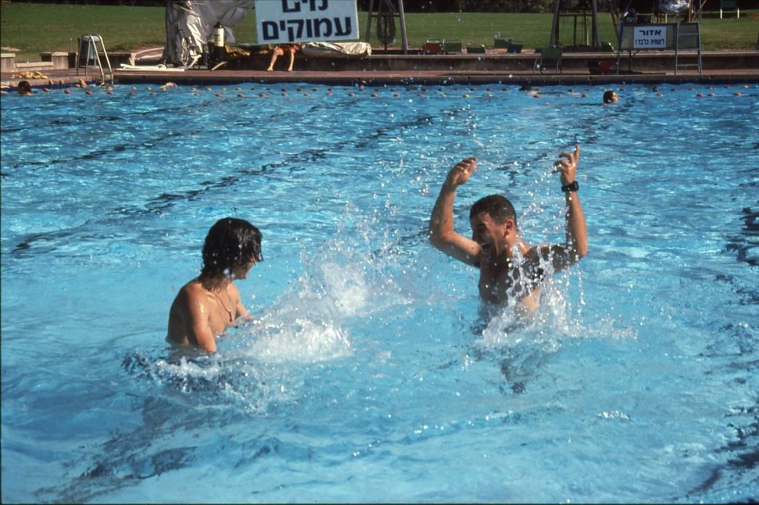 שקופית 22- 231 -ג'ש 1993-בבריכת השחייה