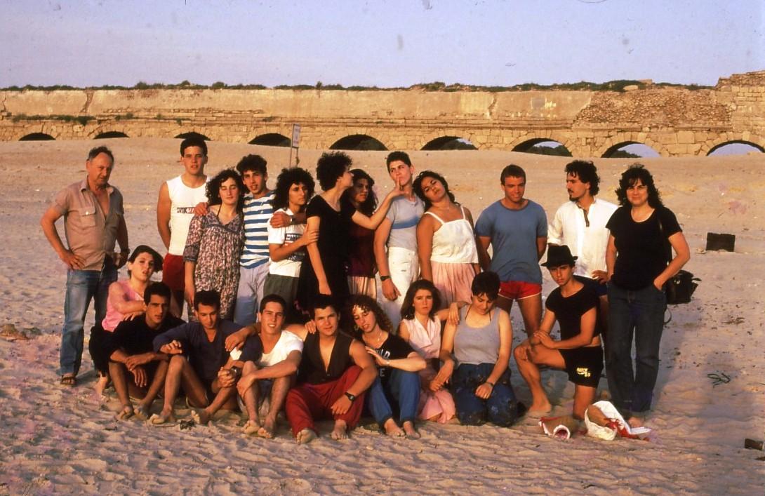 שקופית 56- 231 -ג'ש 1986-קב' רותם-בים ליד האקודוקט בקיסריה-עם המחנכים איתן גלעדי ורינה אשכנזי