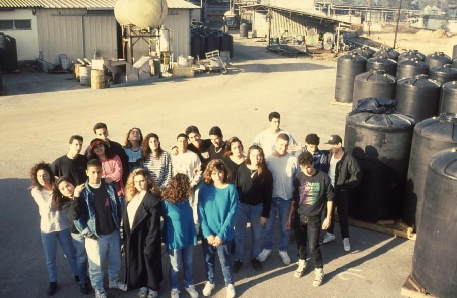 שקופית 7- 236 -ג'ש 1990-קב' מורן בבית החרושת