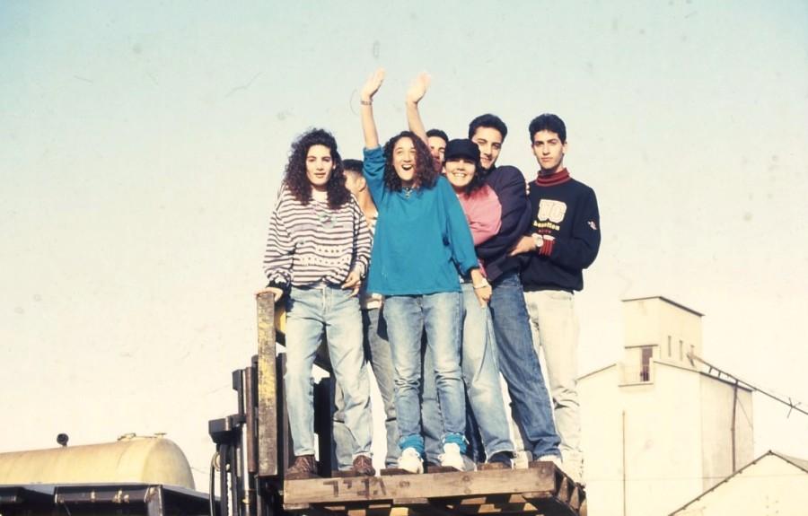 שקופית 24- 236 -ג'ש 1990-קב' מורן בבית החרושת-ברקע-מחסני לנדי