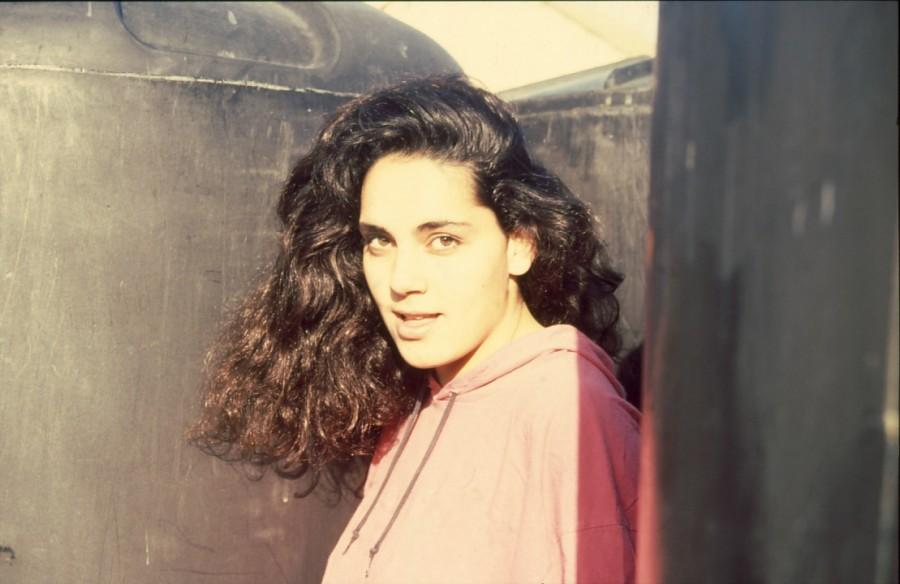 שקופית 31- 236 -ג'ש 1990-קב' מורן-בבית החרושת-נערה-לזיהוי