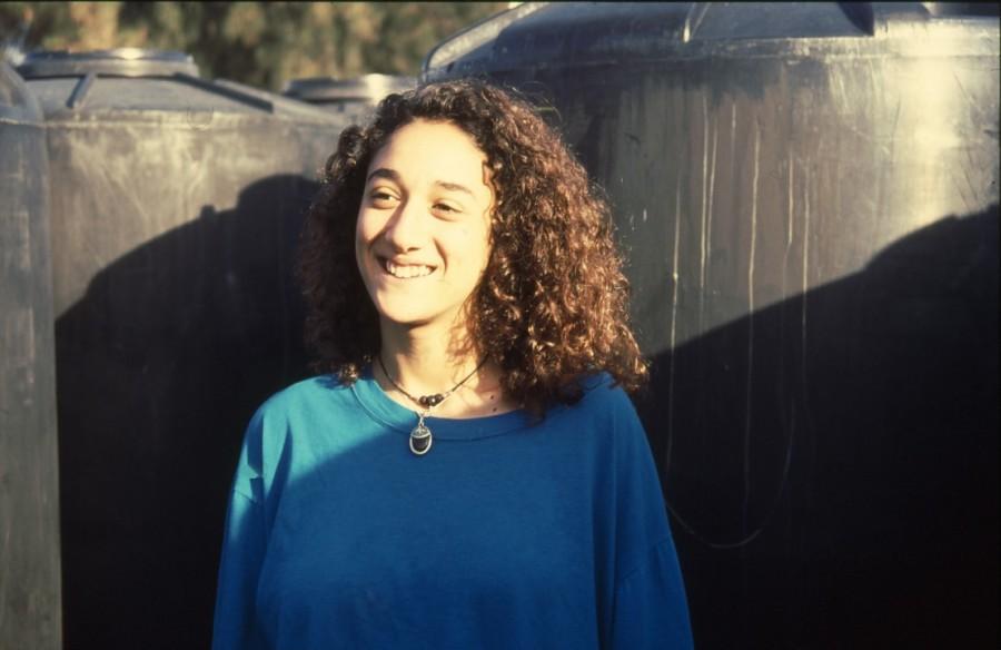 שקופית 33- 236 -ג'ש 1990-קב' מורן-בבית החרושת-נערה-לזיהוי