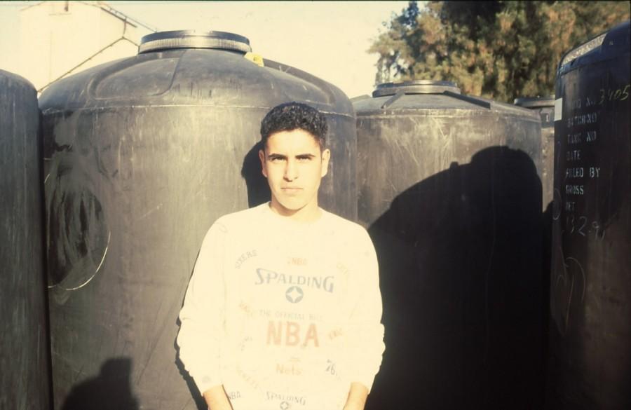 שקופית 34- 236 -ג'ש 1990-קב' מורן-בבית החרושת-נער-לזיהוי