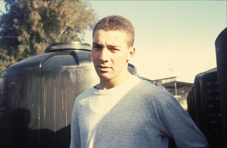 שקופית 35- 236 -ג'ש 1990-קב' מורן-בבית החרושת-נער-לזיהוי