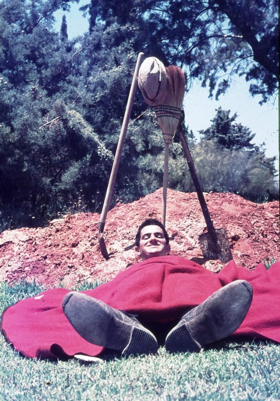 שקופית 13- 296 -ג'ש 1967-קב' חבצלת-גבי ניר ליד שוחה שנחפרה