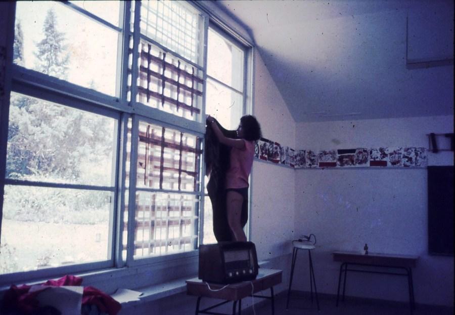 שקופית 15- 296 -ג'ש 1967-קב' חבצלת-עדה מרמלשטיין-ברדה-מקשטת הכיתה