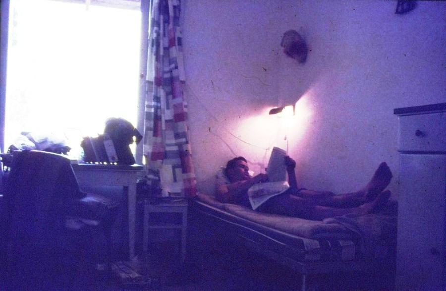 שקופית 20- 296 -ג'ש 1967-קב' חבצלת-מנוחה בחדר-אורי הדר