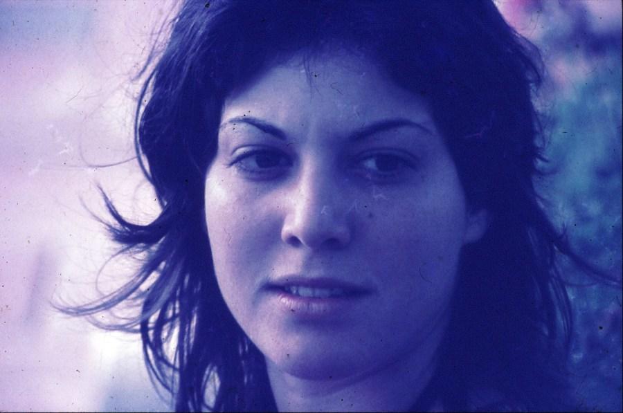 שקופית 33- 296 -ג'ש 1975-9-במוסד החינוכי-נערה-לזיהוי
