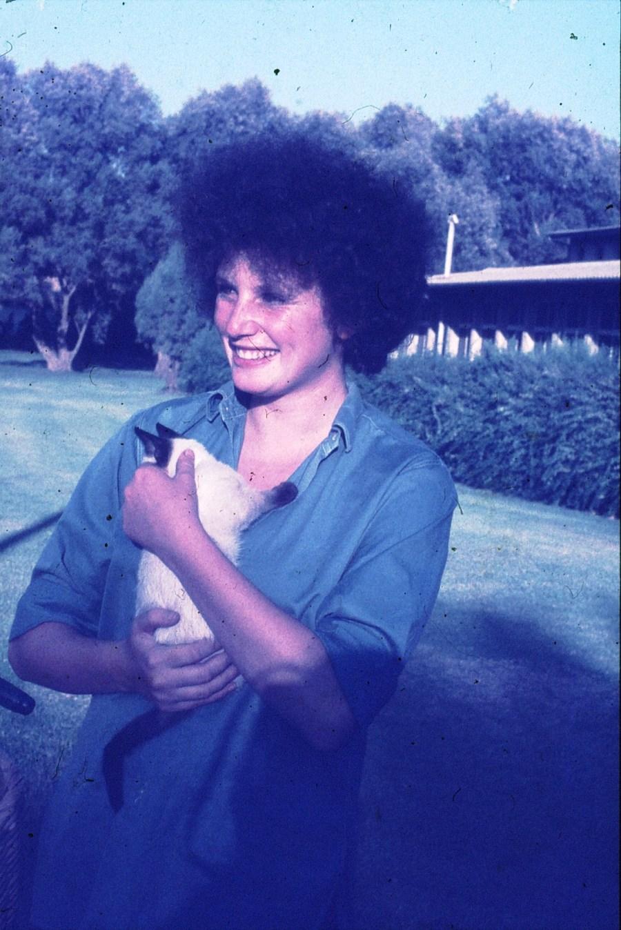 שקופית 34- 296 -ג'ש 1975-9-במוסד החינוכי-נערה-לזיהוי