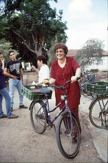 שקופית 20- 47 -גן-שמואל-נירה שלח אורן לוי 1990-3