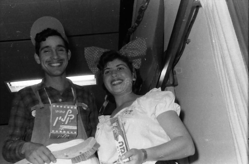 תמונה 11- 880 -ג'ש 1962-פורים בקבוץ-שרה מרון נדב מרון