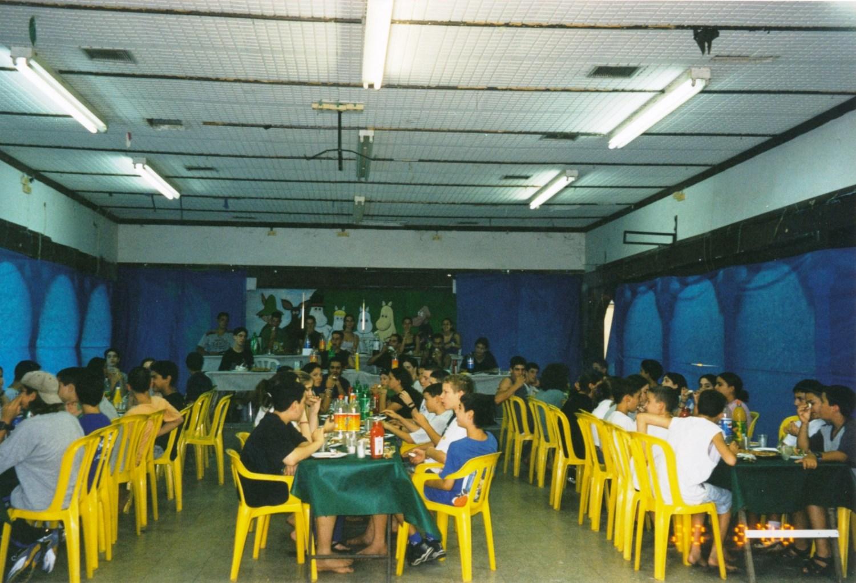 תמונה 34- 14 -ג'ש -2000-קב' ענן-בהבראה בחדר-אכל מוסד