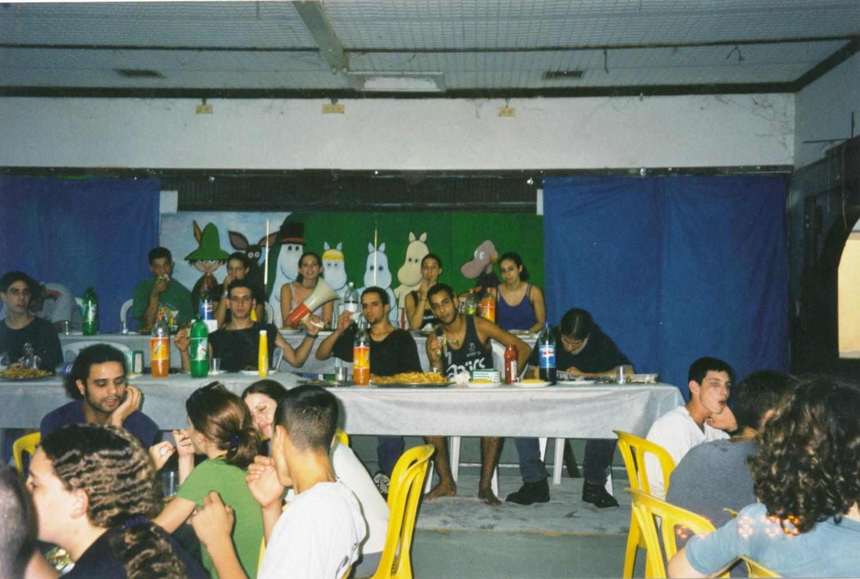 תמונה 35- 14 -ג'ש -2000-קב' ענן-בהבראה בחדר-אכל מוסד