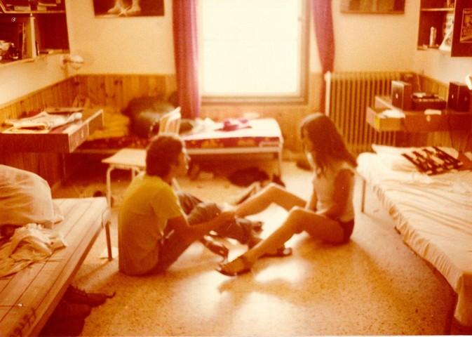 תמונה 49- 345 -גש 1979-שתים בחדר במוסד