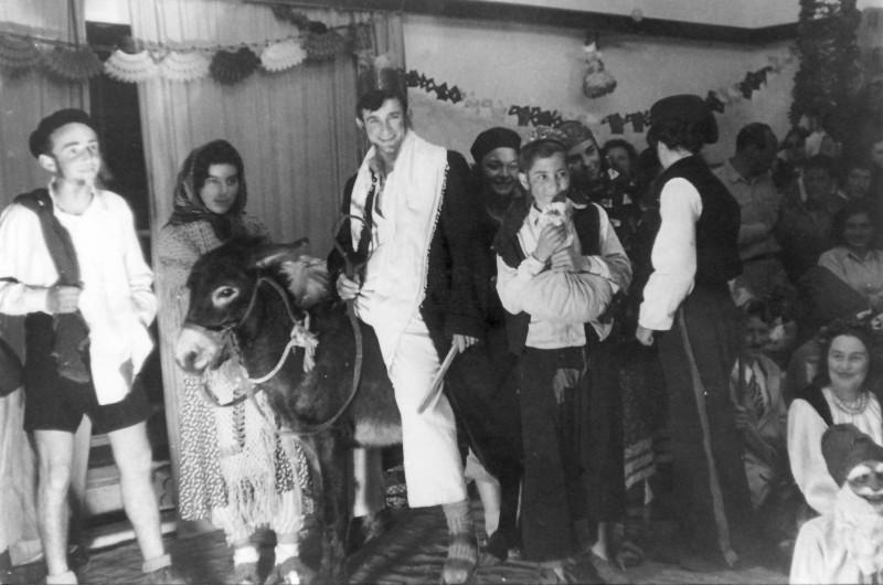 תמונה 38- 914 -גש 1953-קב שבלים בפורים בקבוץ-פרטים בסכום