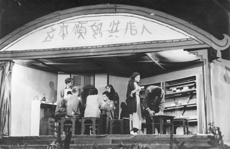 תמונה 42- 914 -גש 1953-קב שבלים-הצגת הנפש הטובה מסצואן