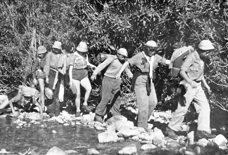 תמונה 15- 925 -גש 1956-7-קב אמיר-בטיול בגליל