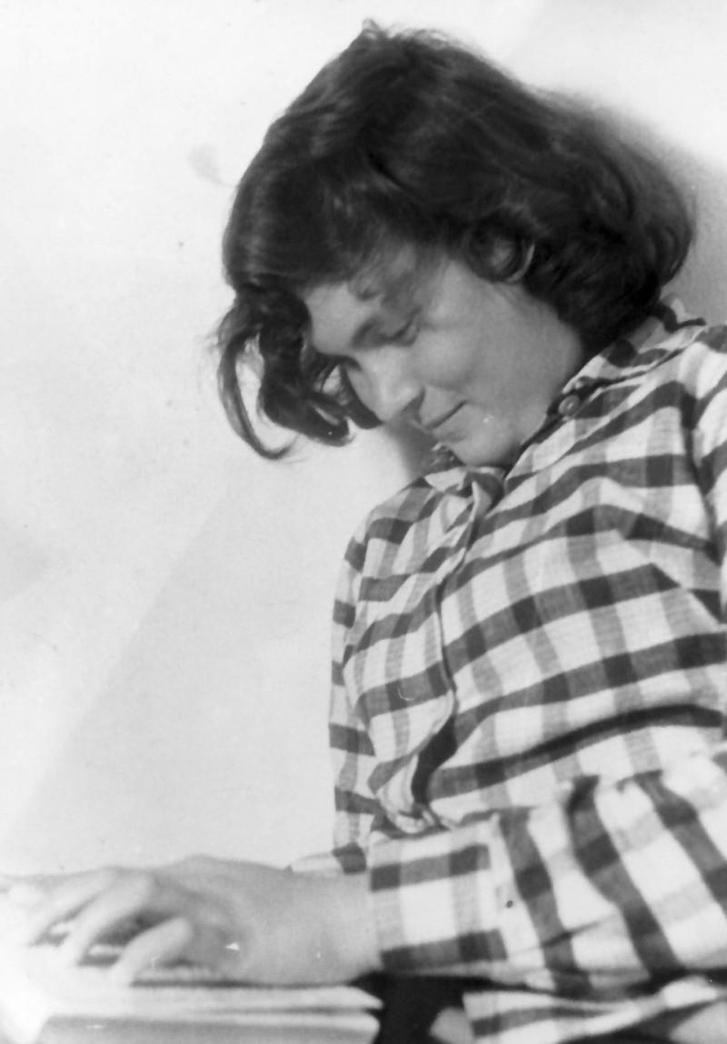 תמונה 11- 925 -גש 1956-7-קב אמיר-בכיתה-לזיהוי