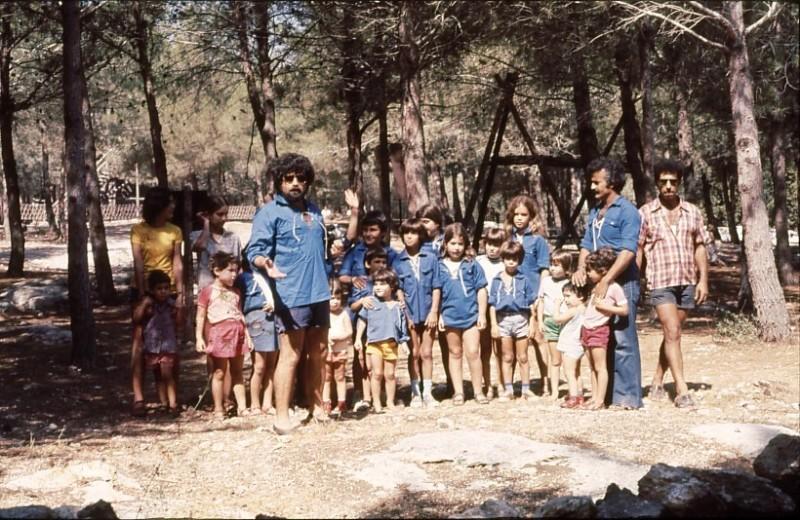 שקופית 6- 9 - כנס קבוצת אמיר 1976 - ציון טובי עודד רוטמן ורחמים כהן עם הדור השני