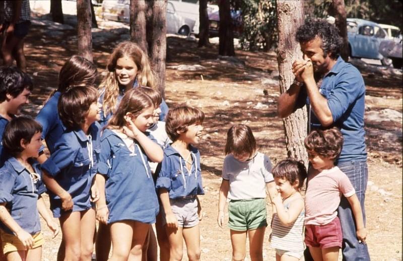 שקופית 7- 9 - כנס קבוצת 'אמיר' 1976 - ציון טובי  ודור שני לקבוצה - ציון טובי וילדיו זהר רוטמן איריס פארי גיל כהן וילדים נוספים של חברי קבוצת אמיר