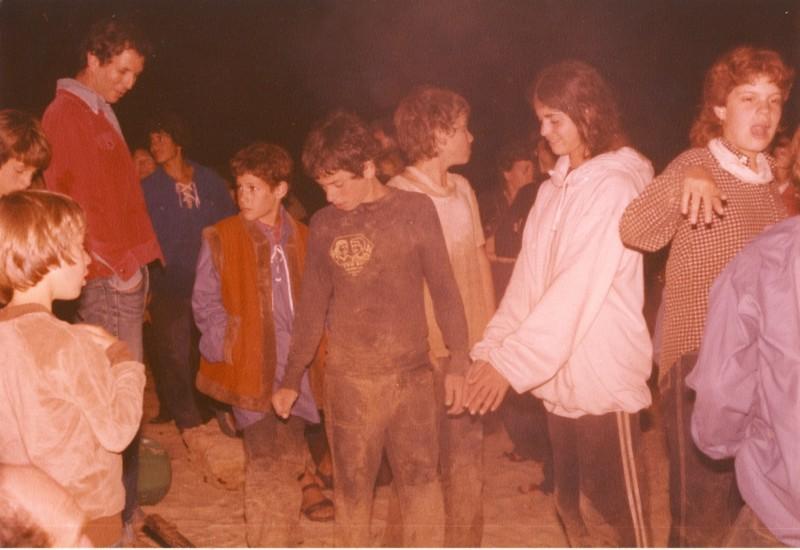 תמונה 3- 89 - השבעת קבוצת אור לתנועה 1983 - שמות בגב התמונה ובסכום