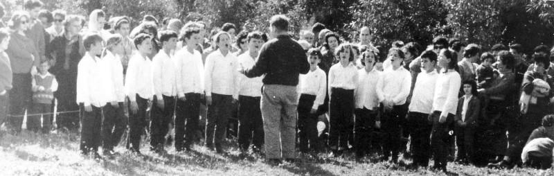 תמונה 8- 203 - מקהלת קבוצת אורן  - המנצח מורדה שחור - טו בשבט 1964