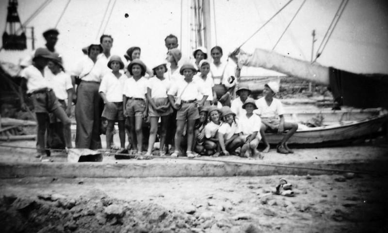 תמונה 4- 217 - טיול קבוצת אורן ממשמר העמק עם הילדים הראשונים של גן-שמואל לתל-אביב - שנות ה-40