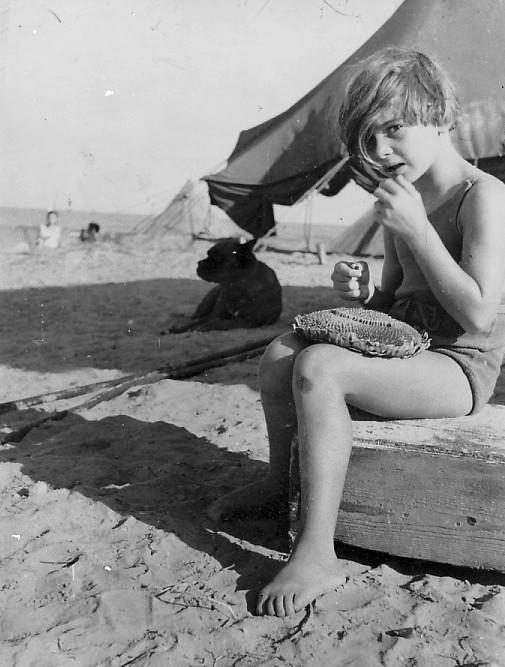 תמונה 5- 1 - יהודית לנדסמן - קבוצת אילה בקייטנה שנות ה-40-50