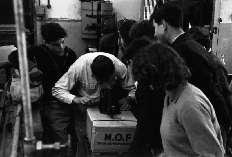 תמונה 8- 736 -ג'ש 1956-קבוצת אילה בבית חרושת