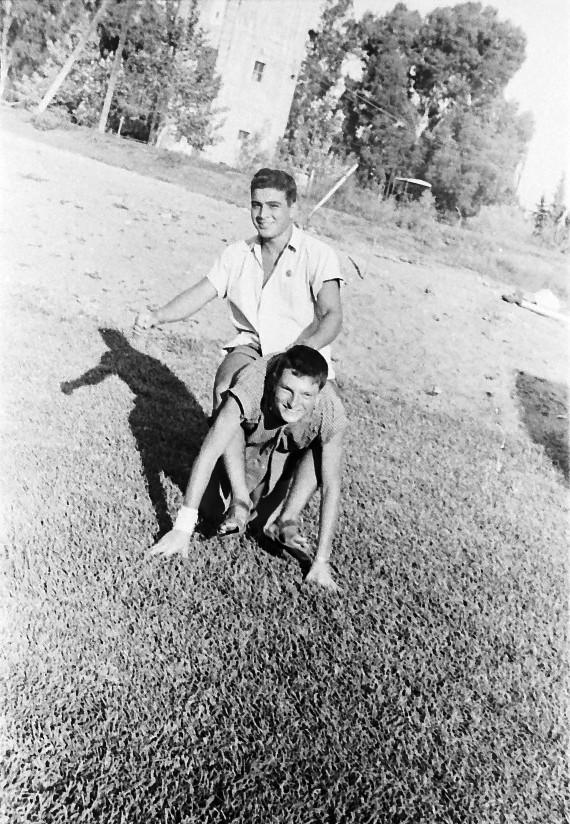 תמונה 27- 793 -ג'ש 1958-שלמה אייזנברג רפי אשכנזי