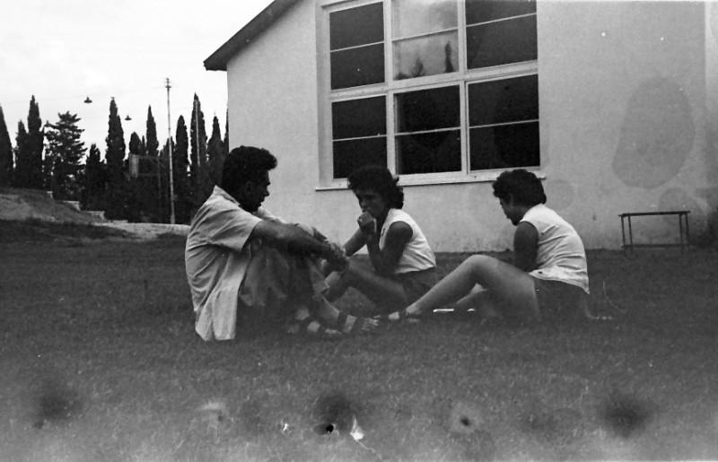 תמונה 3- 793 -ג'ש 1958-חוה גלבוע עירית פלג-וסר בניו גרינבוים