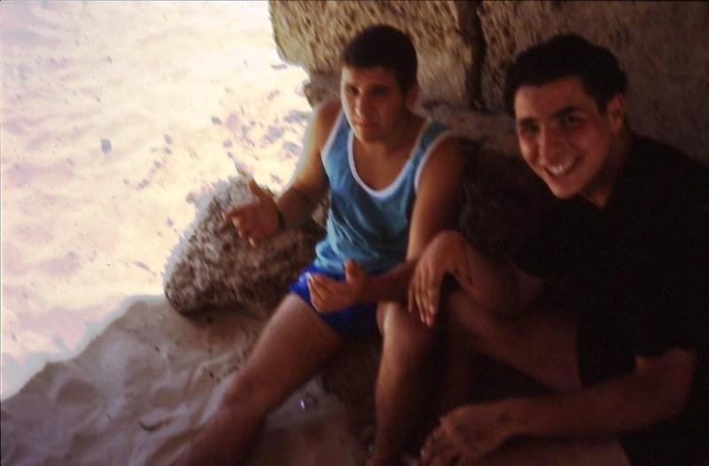 שקופית 10- 34 -מנו ראובן ומשה ציפרוט קב אלה 1992